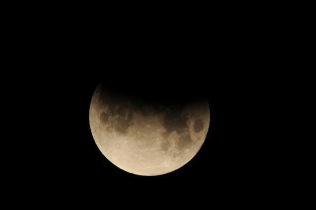 partial-eclipse-moon